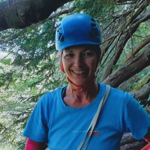 Mandy Chapman Trad climbing at Shorn Cliff RoCs